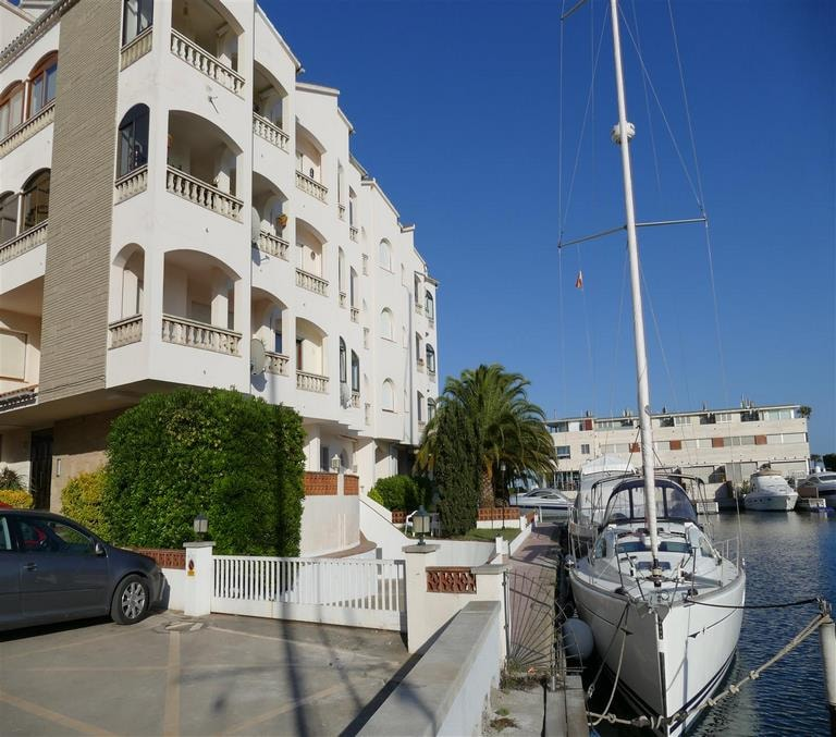 APARTMENTS / FLATS for rent Rentals in Empuriabrava (Costa Brava in Spain)