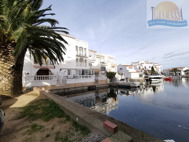 Apartment with canal view - Port Empuries area - Community moorings