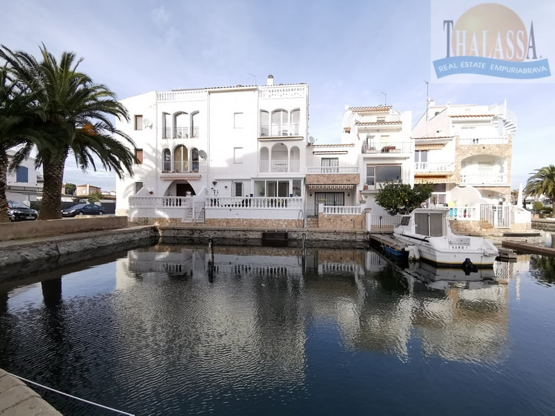 Apartment with canal view - Port Empuries area - Building