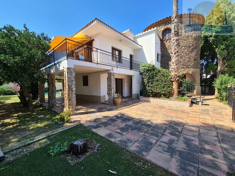 House in Sant Pere Pescador - House