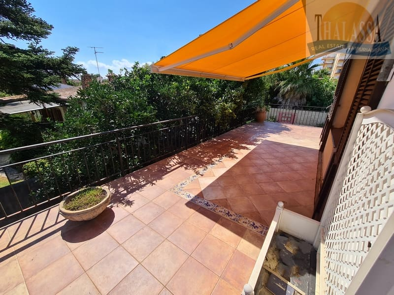 House in Sant Pere Pescador - Terrace upstairs