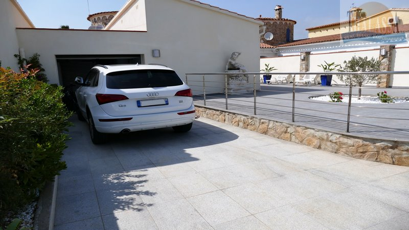VILLA BERGER - Parking