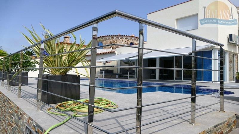 Villa falco thalassa immo agence immobili re empuriabrava for Cadaques location maison piscine