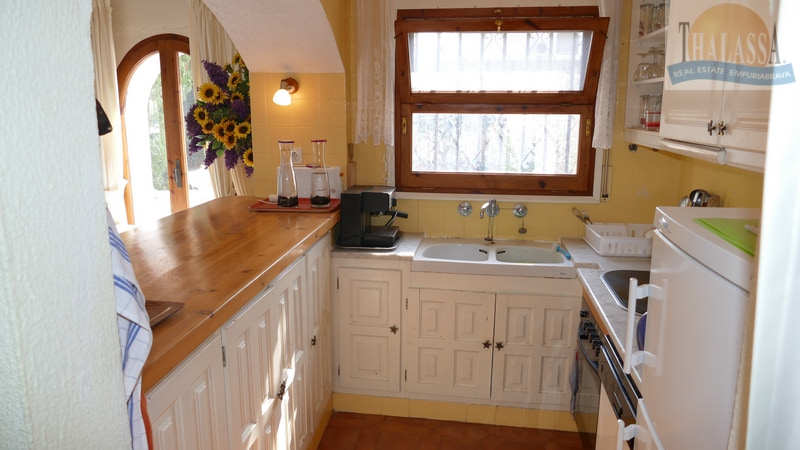 House with mooring- Salins area - Kitchen