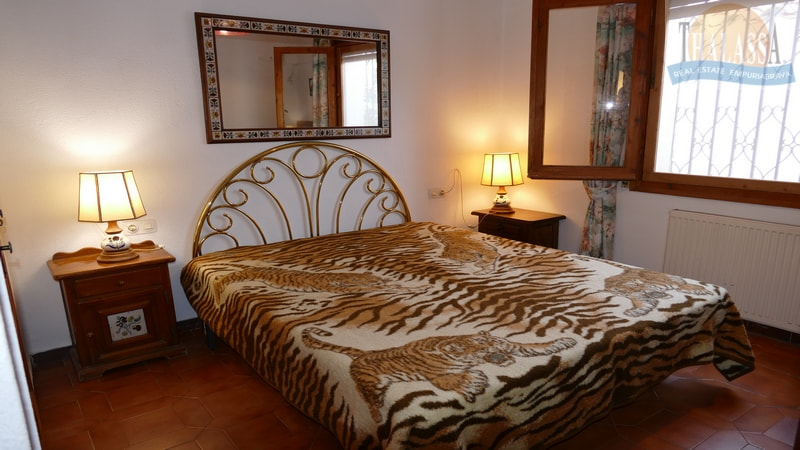 House with mooring- Salins area - Bedroom 1