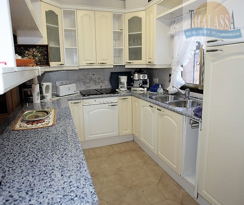 House with 6 apartments - Badia area - Kitchen