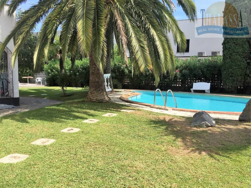 House with 6 apartments - Badia area - Garden