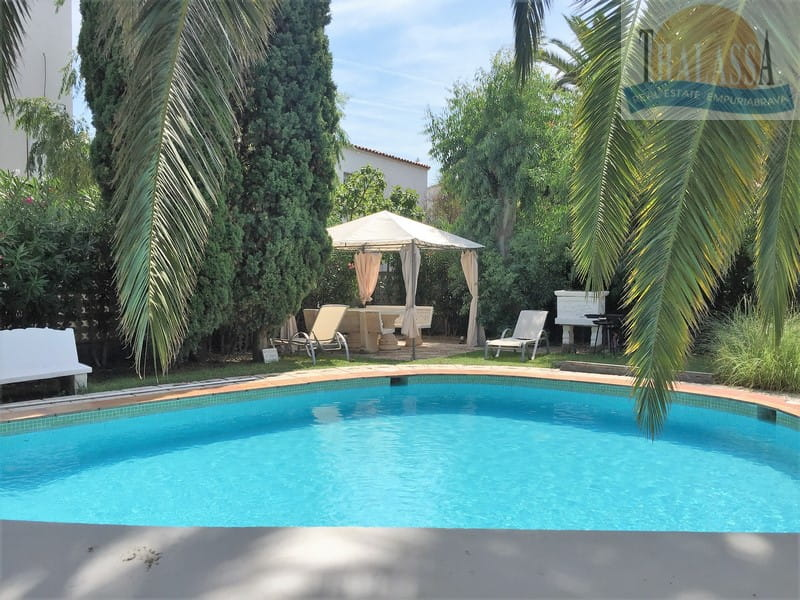 House with 6 apartments - Badia area - Pool