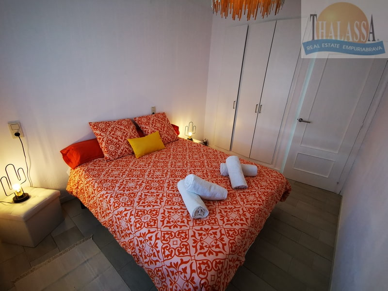 House with mooring- Fluvia area - Bedroom 2