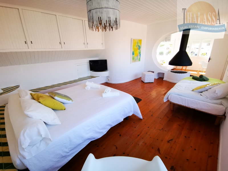 House with mooring- Fluvia area - Large bedroom