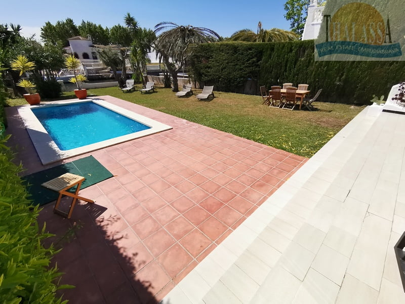 House with mooring- Fluvia area - Pool