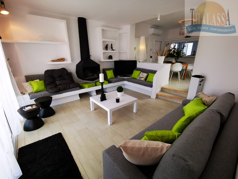 House with mooring- Fluvia area - Living room