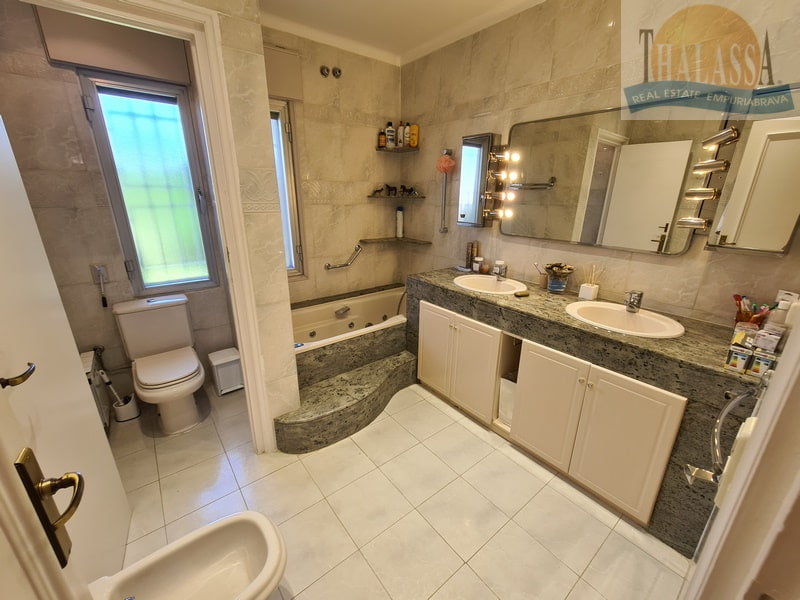 House with mooring of 25m - Noguera area - Bathroom