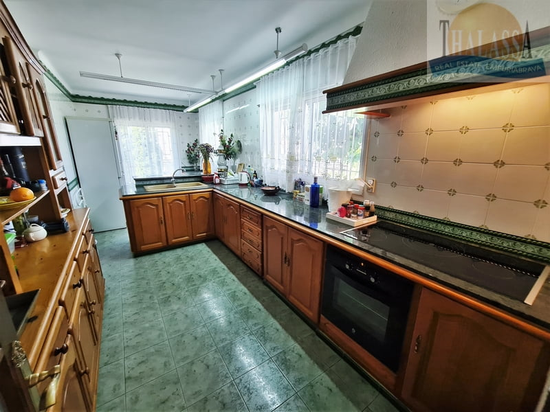 House with mooring of 25m - Noguera area - Kitchen