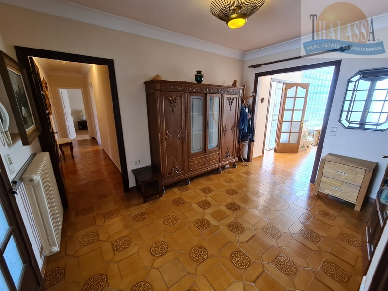 House with mooring of 25m - Noguera area - Entrance hall