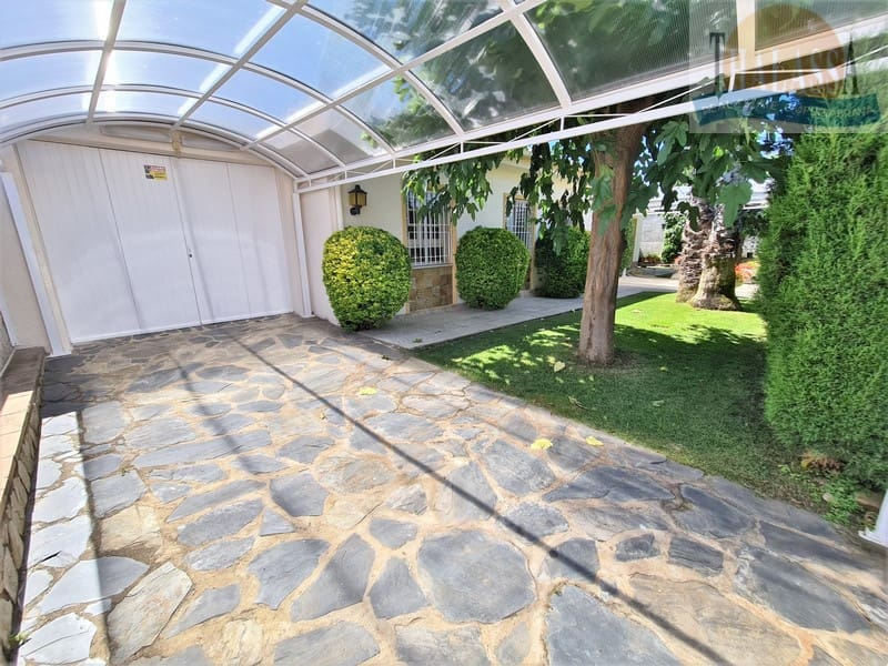 House with mooring of 25m - Noguera area - Parking