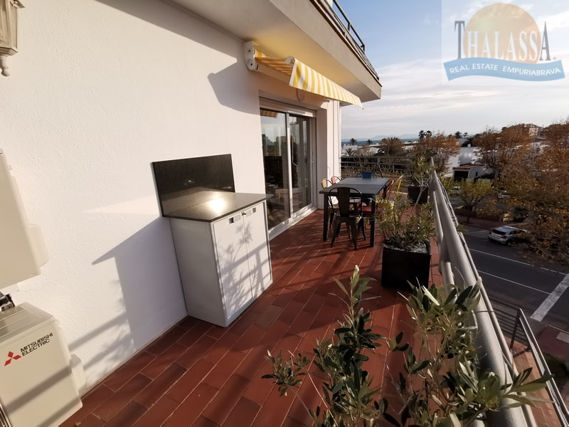 Seaview modern apartment in the center, with garage - Salins area - Terrace