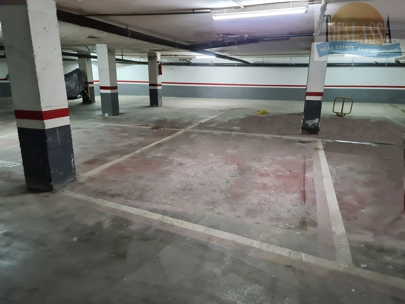 Parking - Poblat Tipic area - Parking in basement