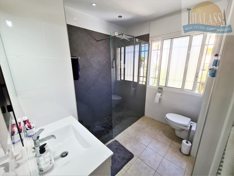 Townhouse in the center of Roses-Santa Margarita with mooring - Bathroom
