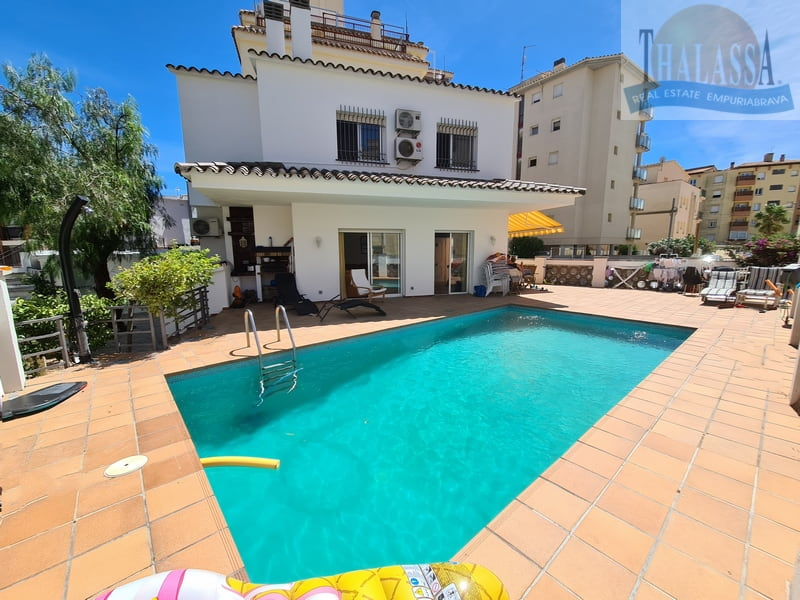 Townhouse in the center of Roses-Santa Margarita with mooring - Pool