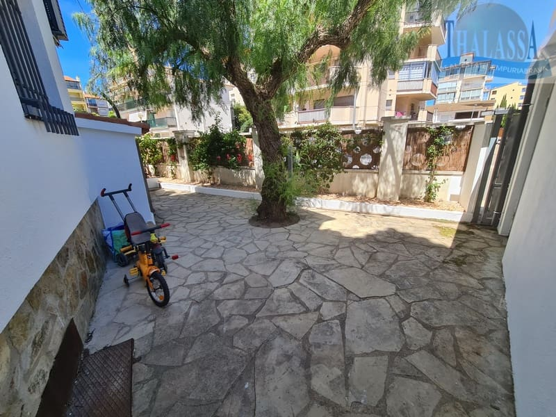 Townhouse in the center of Roses-Santa Margarita with mooring - Terrace