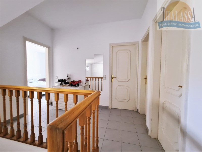 Townhouse in the center of Roses-Santa Margarita with mooring - Corridor